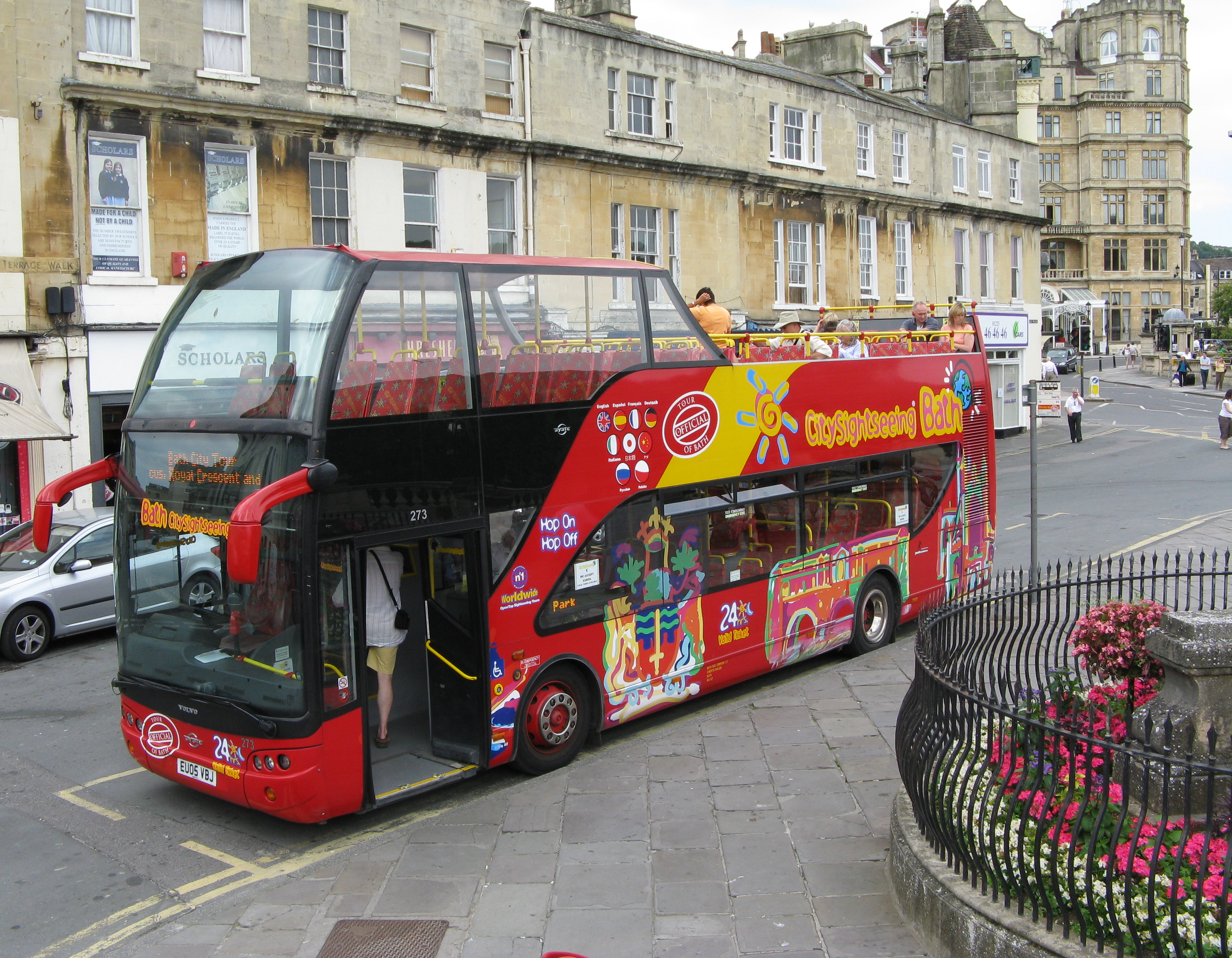 Tour_bus_in_bath_england_arp